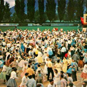 BRITISH COLUMBIA, POSTCARD CANADA, PENTICTON, SQUARE DANCING, PEACH FESTIVAL.jpg